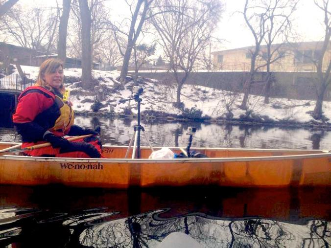 Hether Hoffmann paddling and filming on the Chicago River